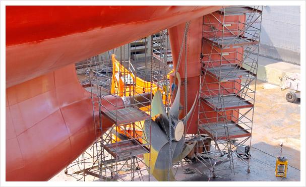 Reparatur vom Schiff in einer Werft